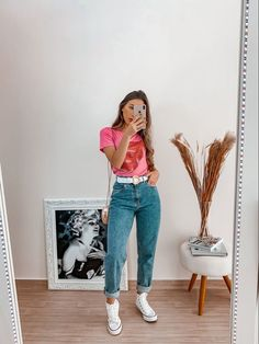 Jeans Converse Outfit, High Top Converse Outfits, Mom Jeans Outfit Summer, Summer Outfits, Casual Outfits, Look Office, Looks Jeans, Girl Fashion, Fashion Outfits