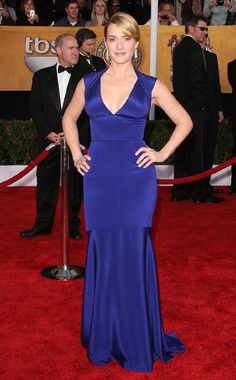 Kate Winslet brought a gorgeous pop of color to the red carpet at the 2009 SAG Awards in a brilliant blue Narcisco Rodriguez gown.