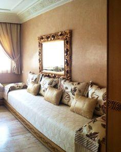 Salon marocain 100% sur mesure, soie brodée, satin, passementerie, et boiserie en frêne !!
