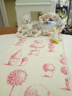 BN Gorgeous Summery Clarke And Clarke 100 % Cotton Duck Remnant In Topiary