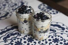 Gluten Free Shortcakes in Mason Jars // Fancy Ashley Mason Jar Meals, Meals In A Jar, Mason Jars, Dessert In A Jar, Dessert Drinks, Gluten Free Shortcake Recipe, Blueberry Shortcake, Sweets Recipes, Jar Recipes
