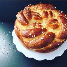 Wenn du mal deine Lieben zum Sonntagsfrühstück so richtig beeindrucken möchtest dann flechte doch einfach mal deine Hefezopf rund.