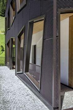 Fantastisch Moderne Architektur Trifft Auf Idyllische Bergwelt. Wie Erzeugt Man Einen  Reizvollen Kontrast? Indem Man