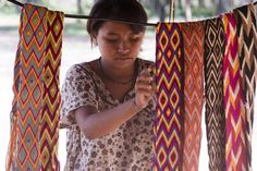 Information about the Indigenous Wayuu Women in La Guajira, Colombian and Construction Techniques for making Mochilas Wayuu Bags | Bolsas Wayuu |