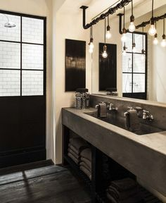 Lookig for modern bathroom ideas that will increase the value of your home while making your daily life all the more enjoyable? To get you inspired, we're looking at 13 of the best modern bathroom ideas for your home. Industrial Bathroom Lighting, Bathroom Light Fixtures, Bathroom Vanity Lighting, Industrial House, Industrial Interiors, Modern Industrial, Industrial Bedroom, Vintage Industrial, Rustic Modern