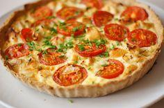 Tærte med kylling, løg og tomater