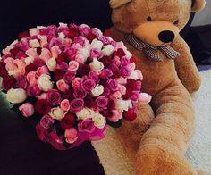 Myślę, że każda z nas chociaż raz marzyła, żeby dostać ogromny bukiet róż i wielkiego misia, z którym można by spać w razie nieobecności ukochanego!  #PANDORAvalentinescontest