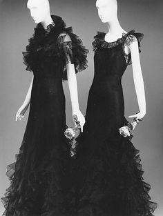 Chanel evening dresses (1932) | Coco Chanel #CocoChanel #ChanelModes #ChanelVintage #Chanel1930 Visit espritdegabrielle.com | L'héritage de Coco Chanel #espritdegabrielle