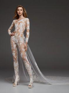 1f1159ac2 ¿Quieres lucir un diseño realizado con el mejor de los tejidos  Echa un  vistazo a los vestidos de novia con encaje 2018 y rebosarás glamour y elega
