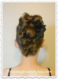 Messy bun faux hawk tutorial for long hair. Second Day Hairstyles, Dance Hairstyles, Princess Hairstyles, Braided Hairstyles, Updo Tutorial, Top Knot, Faux Hawk Updo, Mohawk Updo, Curly Waterfall Braid