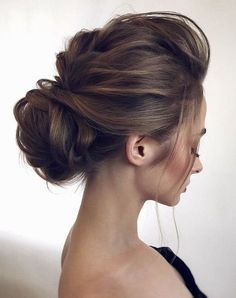 What's the Difference Between a Bun and a Chignon? - How to Do a Chignon Bun – Easy Chignon Hair Tutorial - The Trending Hairstyle Updos For Medium Length Hair, Medium Hair Styles, Curly Hair Styles, Natural Hair Styles, Bride Hairstyles, Trendy Hairstyles, Straight Hairstyles, Hairstyle Ideas, Gorgeous Hairstyles
