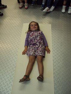 1ste kleuterklas B: Thema: Mijn lichaam Kindergarten Names, Body Organs, Eyfs, Kids Playing, Activities For Kids, Summer Dresses, Clothes, Youtube, Fashion