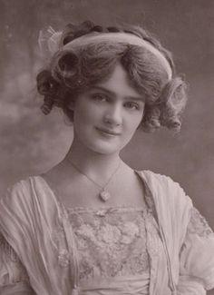 Postcard Beautiful Edwardian Actress Lily Elsie Ribbon Hairband RP | eBay