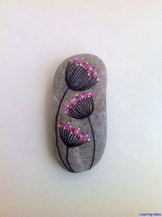 Easy Paint Rock For Try at Home (Stone Art & Rock Painting Ideas) Dandelions on my way rock–mine would NOT be pink, but it's cute. Pebble Painting, Dot Painting, Pebble Art, Stone Painting, Stone Crafts, Rock Crafts, Fun Crafts, Art Rupestre, Art Pierre