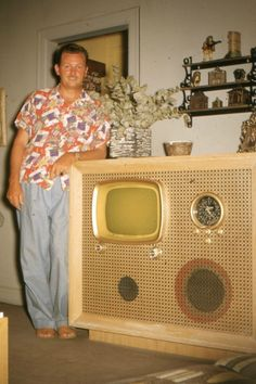 Bob could bore you until the cows came home with chocolate milk! Droning on and on about his new combination television and hi-fi (that's high fidelity for you youngsters) stereo system with tachometer. Best Home Theater, Home Theater Setup, Home Theater Speakers, Home Theater Seating, Home Theater Projectors, Vintage Tv, Vintage Colors, Vintage Photos, Radios