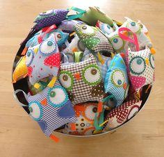 lil´ lavander owlies Owl Crafts, Crafts To Do, Crafts For Kids, Stuffed Dolls, Diy Keychain, Bespoke Design, Felt Diy, Pincushions, Craft Sale