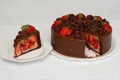 "Another ""bonbon cake"" from Brazil -- white ""brigadeiro"" and strawberry chocolate covered ""cake. Cake Cover, Chocolate Strawberries, Love Cake, Dessert Recipes, Desserts, Party Cakes, I Love Food, Yummy Cakes, Sweet Recipes"