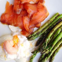 #brunch - all from @marksandspencer treacle smoked salmon chargrilled asparagus & messy poached eggs. Was trialling some gadgets to help you poach eggs - terrible! Will show you how to do this the old-fashioned way instead! #healthylifestyle #hbloggers #healthyfoodporn #highprotein #protein #paleo #musclefood #lowcarb #leanmeals #wellbeing #weightloss #fatloss #foodbloggers #foodiegram #dairyfree #glutenfree #healthy #relaxed