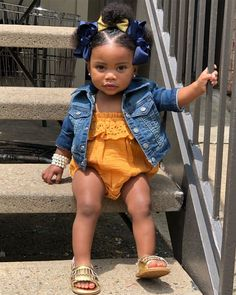 Pretty Day 🍂 For a Pretty Girl Like Me 💕 The Effective Pictures We Offer You About baby girl hairsty Cute Mixed Babies, Cute Black Babies, Black Baby Girls, Beautiful Black Babies, Cute Baby Girl, Cute Kids Fashion, Baby Girl Fashion, Black Baby Hairstyles, Toddler Hairstyles