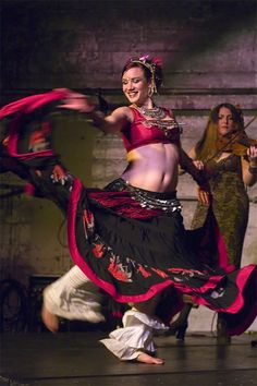 Elizabeth Strong (Oakland)- After receiving B.A. in History, studied dance in Bulgaria, Tunisia, Greece, Morocco, Egypt & Turkey. Toured w/ Bellydance Superstars & worked w/ Z. Jakes, R. Brice, J. Parker, D. Cantrell, M. Betz, M. Love, J. Carlano, Ariellah, S. Emanuel, & S. Kihara. Performs with Brass Menazeri and Fishtank Ensemble, & musicians such as Faisal Zeidan & Rumen Sali Shopov. Teaches & performs internationally as a solo artist, with Bellydance Evolution, & w/ Beats Antique.