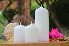 Línea Gente de Bodas (Mini velón velas y velones blancos): compaginan con su forma armónica en tus decoraciones y los mejores momentos de tu vida.