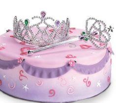 Torta de princesa decorada con corona y cetro.