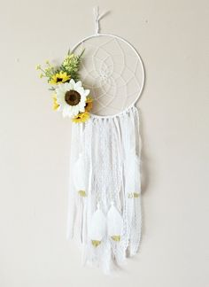 Your place to buy and sell all things handmade Sunflower Dream Catcher: Flower Dreamcatcher Spring Wedding Sunflower Nursery, Sunflower Room, Yellow Nursery, Girl Nursery, Nursery Themes, Room Themes, Spring Wedding Decorations, Faux Flowers, Kid Beds