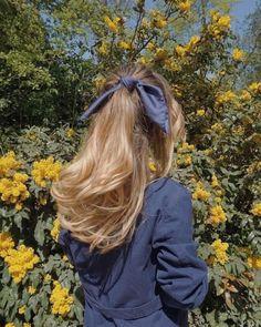 Parisian Summer, Parisian Chic, French Beauty, Cute Girl Pic, Cute Girls, Summer Hairstyles, Unique Hairstyles, Scarf Hairstyles, Blue Hair