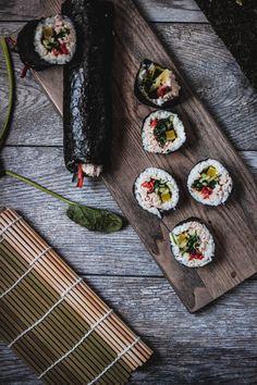 How to Make Tuna Kimbap 참치 김밥 Easy Korean Recipes, Asian Recipes, How To Make Tuna, Types Of Sushi, Gimbap, Coconut Oil Weight Loss, Korean Side Dishes, Food Flatlay, Sushi Set