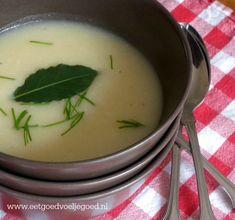 Geroosterde Knoflook Soep | Knoflook roosteren doet mooie dingen met de smaak van knoflook. Verwerk de teentjes bijvoorbeeld in deze heerlijke, geurige soep
