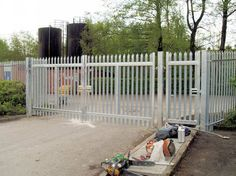 One of the best online Palisade Fencing Suppliers London is known as Fencing and Gates Warehouse. They have an online store offering railings, mesh fencing and Palisade Fencing of various types and quality to order. They flexible payment options also make this online metal products supplier a convenient option.