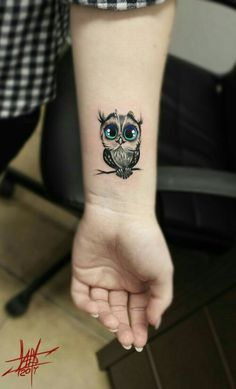 200 Photos of Female Tattoos on the Arm to Get Inspired - Photos and Tattoos - Flower Tattoo Designs - Handgelenk Tattoo Ideen süße eule - Mini Tattoos, Trendy Tattoos, Body Art Tattoos, Sleeve Tattoos, Tattoos For Women, Tatoos, Cutest Tattoos, Owl Tattoo Design, Tattoo Designs