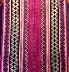 brikkevev belte ( card woven belt ) Inkle Weaving, Inkle Loom, Card Weaving, Tablet Weaving, Safari, Woven Belt, Weaving Projects, Folk Costume, Scandinavian Home