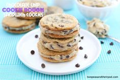 Chocolate Chip Cookie Dough Sandwich Cookies are the best of both worlds. Two homemade chocolate chip cookies are stuffed with chocolate chip cookie dough Cookie Desserts, Just Desserts, Cookie Recipes, Delicious Desserts, Dessert Recipes, Yummy Food, Fun Food, Tapas, Lemon Sugar Cookies