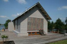 Houten vakantiehuis op legakker, Vinkeveen   Kodde Architecten