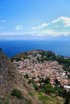 The beautiful Taormina is the jewel of Sicily, and it is like walking in paradise. Italy Vacation, Italy Travel, Places To Travel, Places To See, Messina Sicily, Travel Around The World, Around The Worlds, Taormina Sicily, Italy Tours