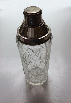 lasinen shaker 60 luvulta . korkeus 23 cm