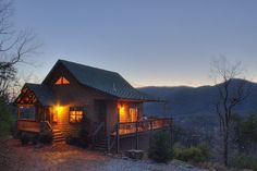 Purpleaire is a 1 bedroom, 2 bathroom cabin perfect for aromatic getaway!