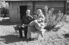 Kekkonen Lepikon torpan pihassa. Finland, Times, History, Couple Photos, Lady, Vintage, Couple Shots, Historia, Vintage Comics