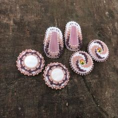 Beaded Earrings Native, Beaded Earrings Patterns, Seed Bead Earrings, Beaded Necklace, Native Beading Patterns, Beadwork Designs, Bead Jewellery, Beaded Jewelry, Baby Moccasin Pattern