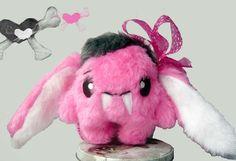Fluse :Kleiner Vampir  Bunny- Hase ,Bella,aus hochwertigem Kuschel -Plüsch,in Pink-Weiss. Einzelstück!Unikat! Nach eigener Vorlage hergestellt! Mas...