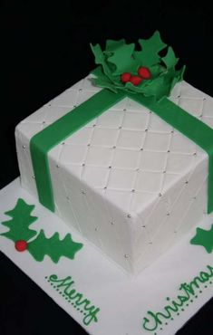 Image detail for -Paisley & Cream: Christmas Present Cake Workshop Christmas Cake Designs, Christmas Cake Decorations, Holiday Cakes, Xmas Cakes, Christmas Deserts, Christmas Cupcakes, Christmas Goodies, Christmas Birthday Cake, Christmas Wedding