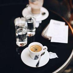 125 отметок «Нравится», 5 комментариев — SHANNON CIRICILLO (@shannonciricillo) в Instagram: «Espresso & a portrait shoot, now that's my kind of morning»