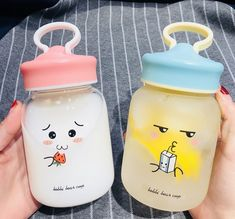 Funny Face Drinking Bottle ●Material:Borosilicate glass ●Process time: business days●Shipping time: business days to United States, weeks to other country. Cute Water Bottles, Drink Bottles, Food Storage Boxes, Stainless Steel Types, Kawaii Accessories, Cute Cups, Kawaii Shop, Bubble Tea, Cute Food
