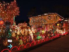 christmas home pictures | Here Are The Most Over-The-Top Christmas Lawn Decorations On The ...
