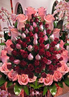 Creative Flower Arrangements, Rose Arrangements, Beautiful Flower Arrangements, Rose Flower Pictures, Rose Flower Wallpaper, Happy Birthday Flower, Red Rose Bouquet, Beautiful Rose Flowers, Flower Boxes