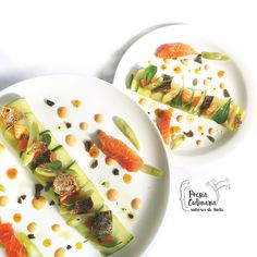 Timbales de zucchini con tofu, salmón y tres colores Chefs, Tofu, Salsa Rosa, Zucchini, Salmon, Foods, Ethnic Recipes, Fried Salmon, Dishes