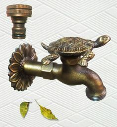 черепаха кран латунь / Brass Turtle Garden Outdoor Faucet - With a Brass Connecter: Patio, Lawn & Garden Ideas Baños, Decor Ideas, Yard Ideas, Turtle Time, Carapace, Tortoise Turtle, Gadgets, Tortoises, Beach House Decor