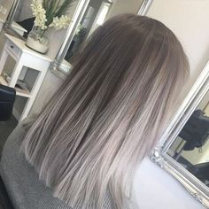 Silver Grey Hair – Biggest Hair Trends – 10 coupes de cheveux, coloration… - Top Of The World Silver Grey Hair, Silver Color, Ash Grey Hair, Grey Blonde Hair, Silver Ombre Short Hair, Grey Ombre Hair Short, Light Ash Brown Hair, Grey Ambre Hair, Gray Color