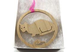 Chat et souris d'ornement de Noël à la main de bois par KevsKrafts